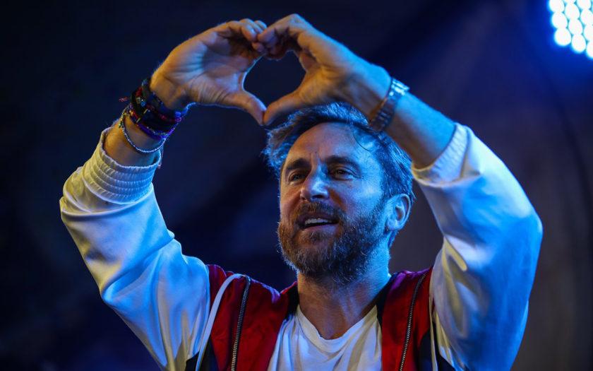 david guetta throwing up heart hands at tomorrowland 2018