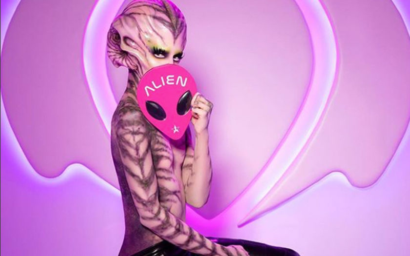 Jeffree Star holding new alien makeup palette