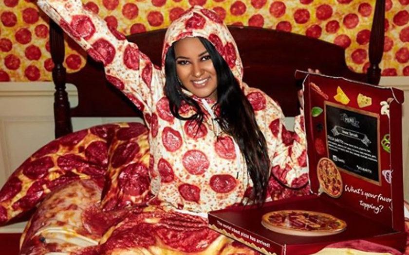 glamlite founder gisselle hernandez in bed with pizza palette